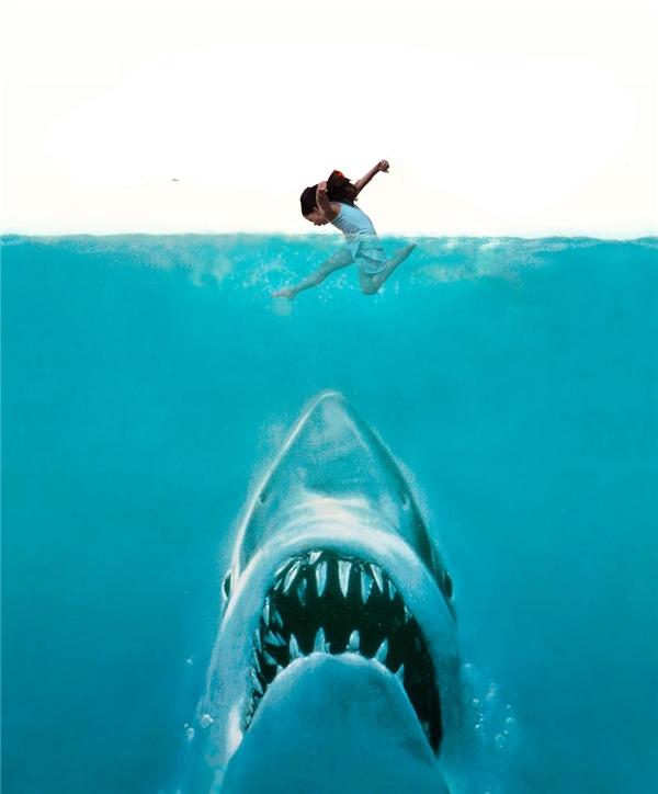 Nhanh chóng chạy thoát khỏi hàm cá mập.