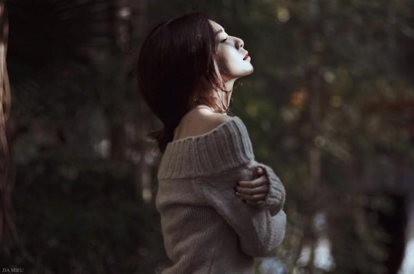 Những người sinh vào tháng 10 thường hay mơ mộng, đa cảm và hay ghen tị, tuy nhiên họ là người rất chân thực không giả tạo, yêu thích sự công bằng. Người sinh vào tháng 10 thường thích tranh cãi, họ có tiềm năng trở thành một nhà lãnh đạo giỏi. Họ thường hay bị ảnh hưởng bởi người khác, dễ mất tự tin, dễ bị tổn thương nhưng cũng dễ hồi phục.