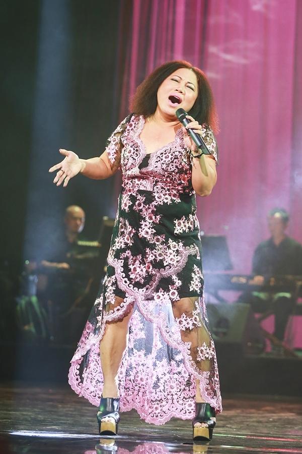 Siu Black mặc váy hoa, hát thiết tha như chưa từng vướng nợ nần - Tin sao Viet - Tin tuc sao Viet - Scandal sao Viet - Tin tuc cua Sao - Tin cua Sao