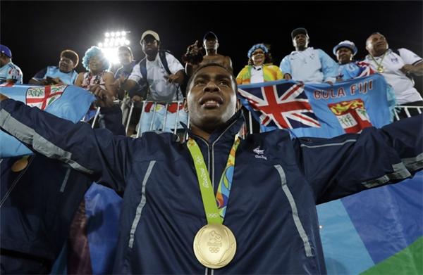 Toàn dân được nghỉ làm sau khi tuyển quốc gia đoạt huy chương vàng