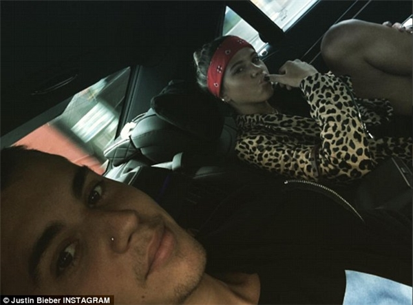 """Nam ca sĩ """"Love Yourself"""" đã công khai đăng ảnh chụp cùng cô nàng."""