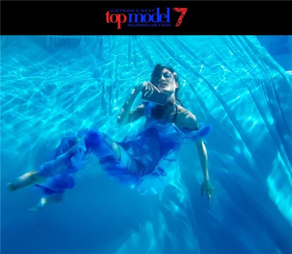 La Thanh Thanh cũng là một trong những cái tên xuất sắc khi điều khiển cơ thể linh hoạt nhất dưới môi trường nước.