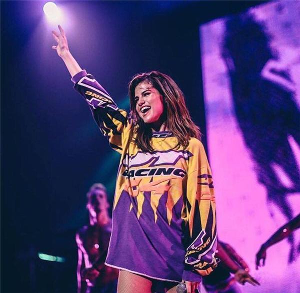 Selena gợi cảm khiến fan phát ngất trong tour diễn mới nhất