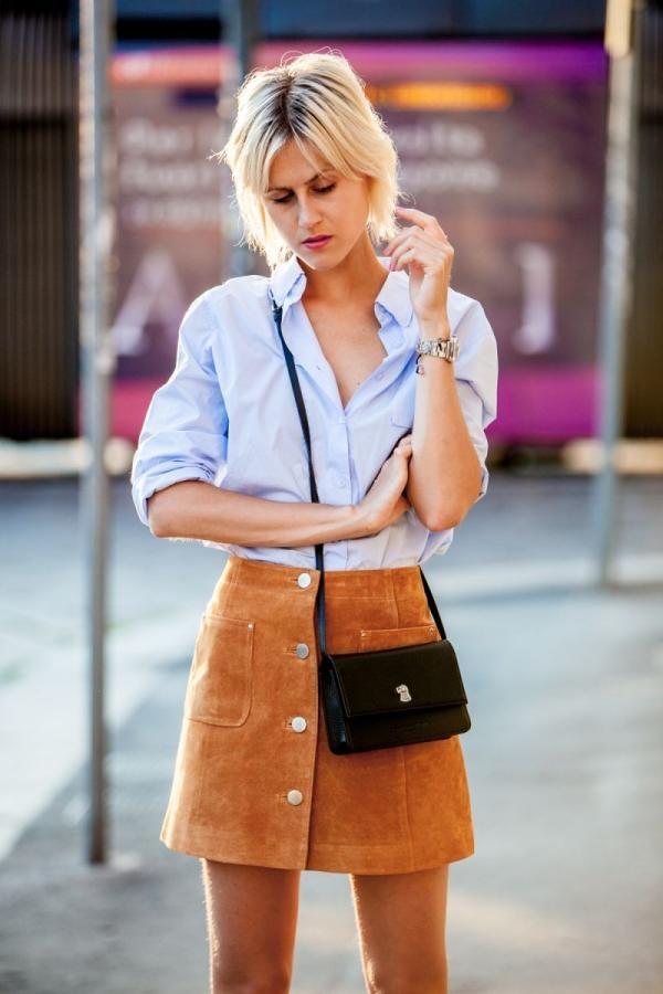 Trong những năm xưa cũ, quần short, váy da lộn thường được thực hiện bằng phương pháp cắt nối từng mảnh với nhau tạo nên những ô vuông xen kẽ, đan lồng. Hiện tại, các loại trang phục này đều đồng nhất màu sắc đi kèm những chi tiết như tua rua, cắt laser bắt mắt.