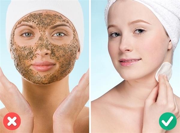 Việc tẩy tế bào chết quá thường xuyên sẽ bào mòn da khiến nó dễ dị ứng hơn.