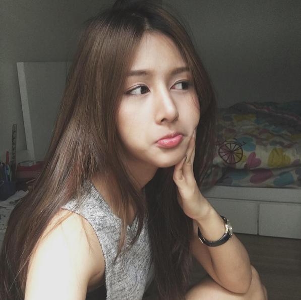 Hot girl này có nụ cười giống Quỳnh Anh Shyn.