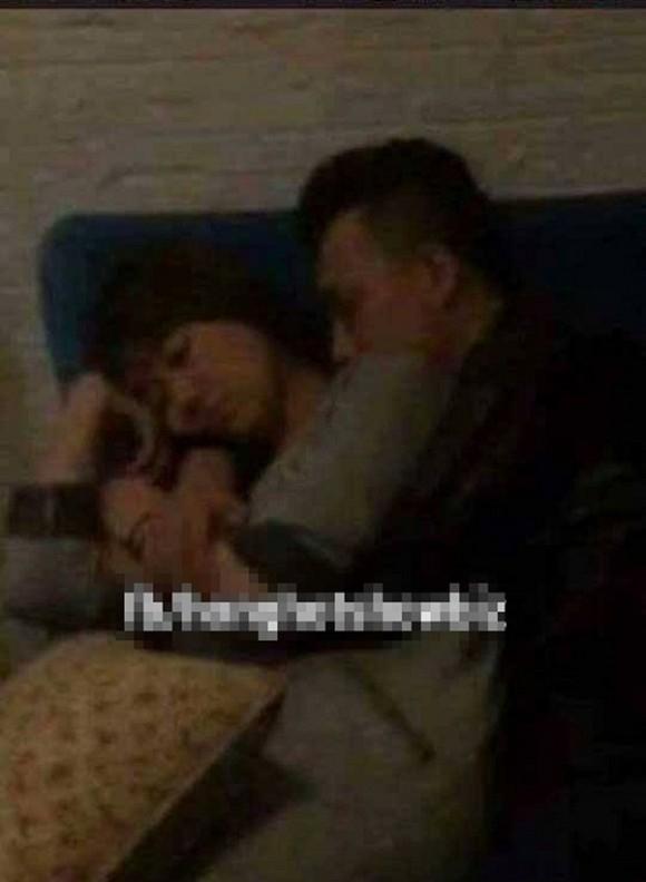 Trấn Thành và Hari Won ôm nhau ngủ say sưa trong rạp. - Tin sao Viet - Tin tuc sao Viet - Scandal sao Viet - Tin tuc cua Sao - Tin cua Sao