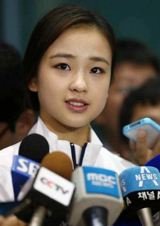 Công chúa thể dục nhịp điệu xứ Hàn trở thành một trong những tâm điểm chú ý của báo chí Olympic năm nay.