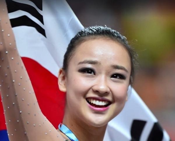 """Cô nàng được người hâm mộ xứ Hàn ưu ái gọi với cái tên """"công chúa"""" hay """"búp bê"""" của làng thể dục nghệ thuật Hàn Quốc."""