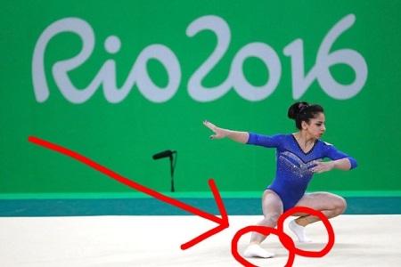 Brazil cũng là một trong số ba nước có vận động viên mang tất khi thi đấu (Ảnh: Internet)