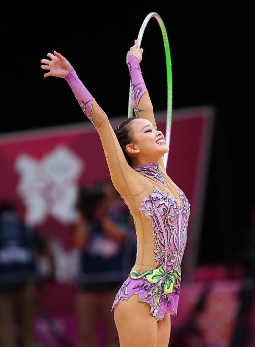Ngất ngây vẻ đẹp như tượng thần của công chúa thể dục Hàn Quốc