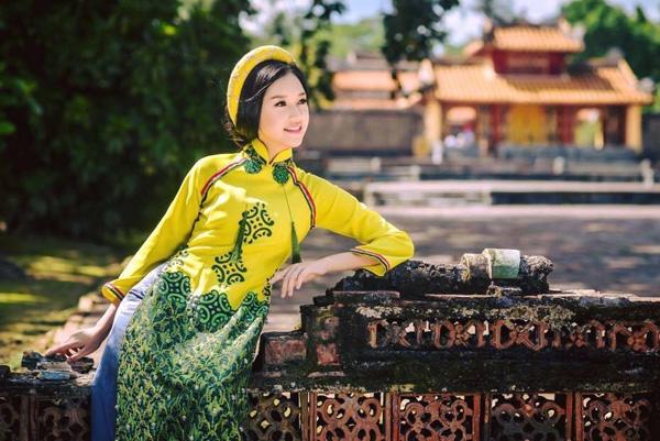 Vẻ dịu dàng, thanh thoát toát ra từ khí chất của Ngọc Trân khiến cô trở thành thí sinh nổi bật tại Hoa hậu Việt Nam 2016.