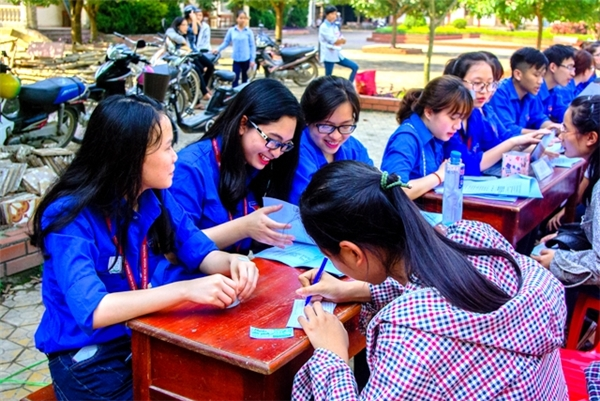 Bên cạnh việc học, các em cũng nhiệt tình tham gia các chương trình tình nguyện.