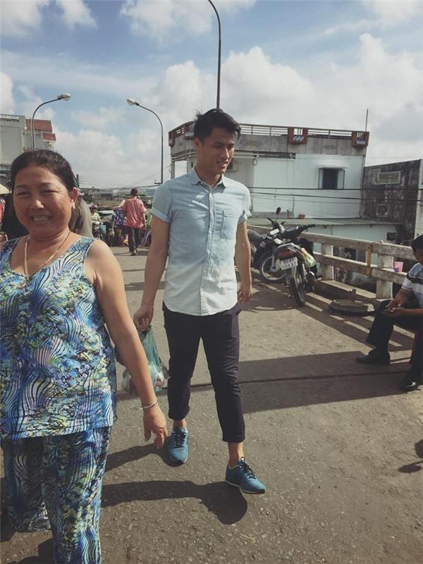 Kỳ Hân chia sẻ ảnh Mạc Hồng Quân xách đồ cho mẹ vợ khi đi chợ - Tin sao Viet - Tin tuc sao Viet - Scandal sao Viet - Tin tuc cua Sao - Tin cua Sao