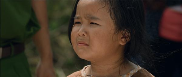 Bộ phim là câu chuyện về một bé gái 7 tuổi tên Nắng (bé Kim Thư)lanh lợi, đáng yêu sống cùng Trang – tên gọi thân thương là mẹ Mưa (Thu Trang) - một người mẹ bị thiểu năng, ngờ nghệch.