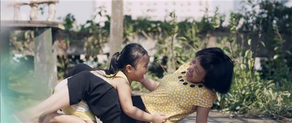Hé lộ MV nhạc phim Nắng khiến khán giả rơi nước mắt