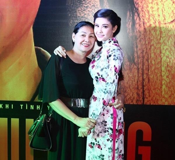 """Mẹ Trương Quỳnh Anh là người đã kịch liệt phản đối chuyện tình cảm của con gái và Tim. Bà cho rằng nam ca sĩ sẽ không thể chăm sóc tốt cho cô """"con gái rượu"""". - Tin sao Viet - Tin tuc sao Viet - Scandal sao Viet - Tin tuc cua Sao - Tin cua Sao"""