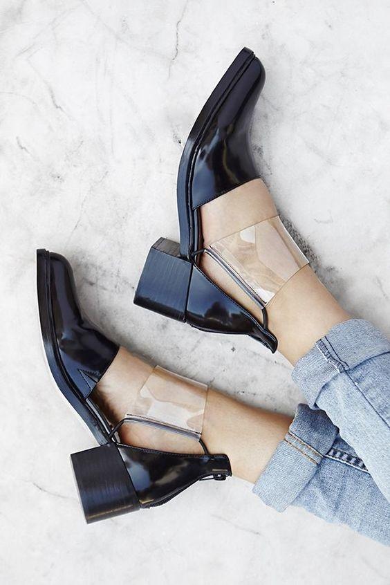 Với mẫu giày này, bạn có thể kếp hợp cùng với quần jeans hay các loại váy áo đều đẹp.