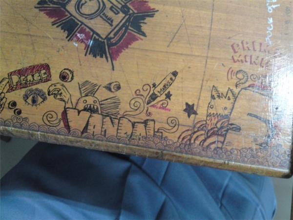 Mỗi ngày học lại vẽ một chút, cuối năm học bạn sẽ được một chiếc bàn đầy ấn tượng.