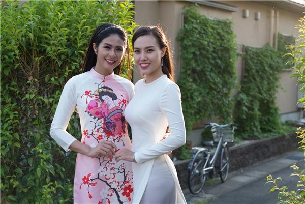 Ngọc Hân cũng mang theo một thiết kế nằm trong bộ sưu tập áo dàiGeishađể bán đấu giá, quyên tiền ủng hộ trẻ em nghèo. Thiết kế đã được một nữ doanh nhân Việt Nam mua với giá 1.050 USD (hơn 20 triệu đồng).