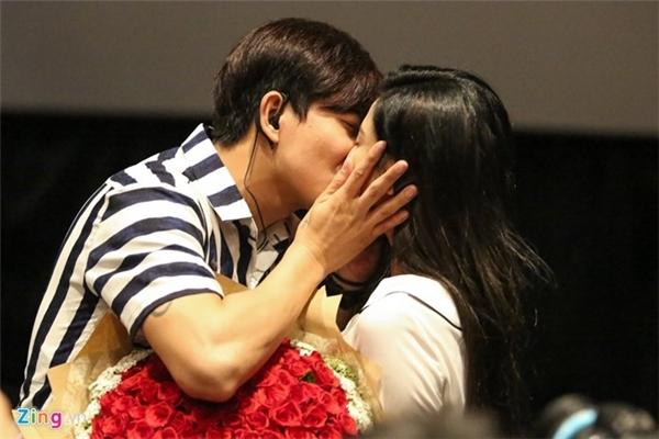 Sau khi cầu hôn Trương Quỳnh Anh, cặp đôi dự định tổ chức đám cưới vào đầu năm 2017. (Ảnh: Zing.vn) - Tin sao Viet - Tin tuc sao Viet - Scandal sao Viet - Tin tuc cua Sao - Tin cua Sao