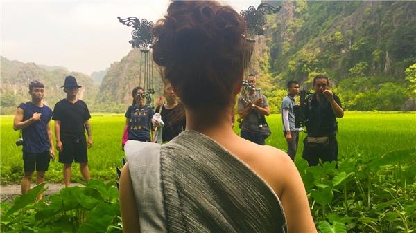 Sau khi ra mắt được một tuần, những địa danh xuất hiện trong MV Bánh Trôi Nước đang được khán giả đặc biệt thích thú và trở thành lựa chọn để ghé thăm không chỉ của người hâm mộ trong nước, mà cảdu khách quốc tế. - Tin sao Viet - Tin tuc sao Viet - Scandal sao Viet - Tin tuc cua Sao - Tin cua Sao