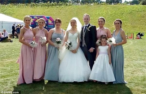 Emma mô tả đám cưới là ngày hạnh phúc nhất trong cuộc đời cô.(Ảnh: DailyMail)