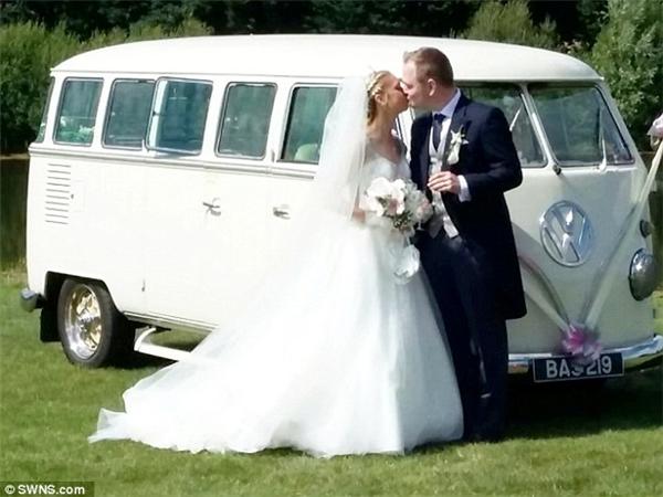 Sau 1 năm rưỡi đính hôn, cặp đôi đã chính thức thuộc về nhau mãi mãi.(Ảnh: DailyMail)