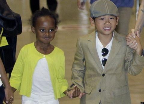 Pax Thiên từng là ăn mặc giống nhưphiên bản nhí của cha nuôi Brad Pitt. - Tin sao Viet - Tin tuc sao Viet - Scandal sao Viet - Tin tuc cua Sao - Tin cua Sao