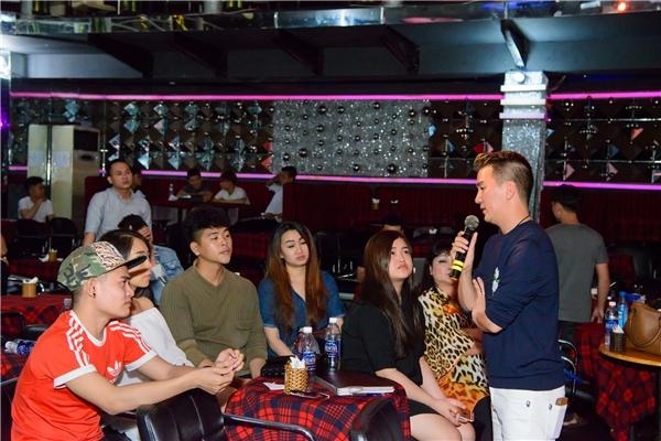 Mới đây, anh và Dương Triệu Vũ cùng các thí sinh đã có buổi tập với ban nhạc tại phòng trà MTV. Cả hai vị huấn luyện viên đều ăn vận giản dị với quần jeans áo pull khi đến tuổi tập. Tại đây, Mr Đàm - Dương Triệu Vũ chỉ bảo cho từng thí sinh về cách chọn bài, cách hát cùng như phong cách biểu diễn. - Tin sao Viet - Tin tuc sao Viet - Scandal sao Viet - Tin tuc cua Sao - Tin cua Sao