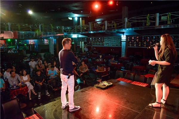 """""""Ông hoàng nhạc Việt"""" trực tiếp lên sân khấu thị phạm kĩ năng biểu diễn cho các """"học trò"""". - Tin sao Viet - Tin tuc sao Viet - Scandal sao Viet - Tin tuc cua Sao - Tin cua Sao"""