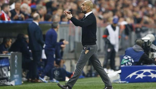 Thi đấu gặp sự cố là chuyện bình thường, ngay cả người ngồi trên sânchỉ đạo như ôngPep Guardiola, huấn luyện viên Bayern Munich còn bị rách cả quầntrong trận đấu gặp Porto tại bán kết Cup C1 2015 nữa cơ mà.