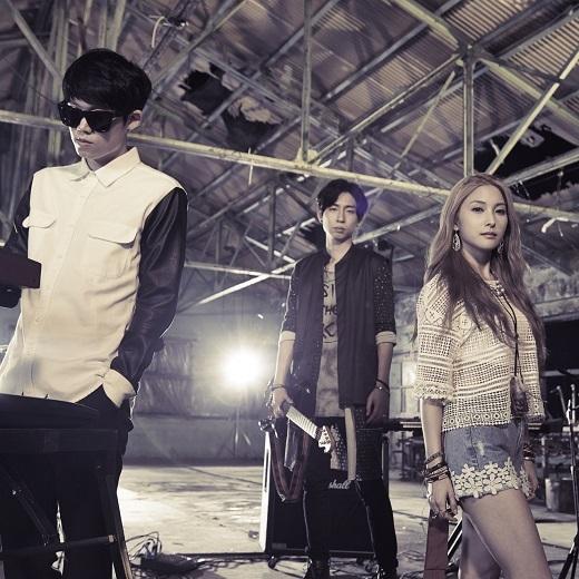 Đến từ Hàn Quốc, các fan K-pop Việt sẽ phải vô cùng hào hứng trước thông tin xuất hiện của cựu trưởng nhóm nhạc K-pop KARA – Park Gyu-ri, đánh dấu sự trở lại của cô nàng sau khi KARA tan rã trong năm vừa rồi. Cô nàng cũng sẽ có sự kết hợp ăn ý cùng From The Airport – band nhạc indie nổi tiếng tại xứ sở Kim Chi.