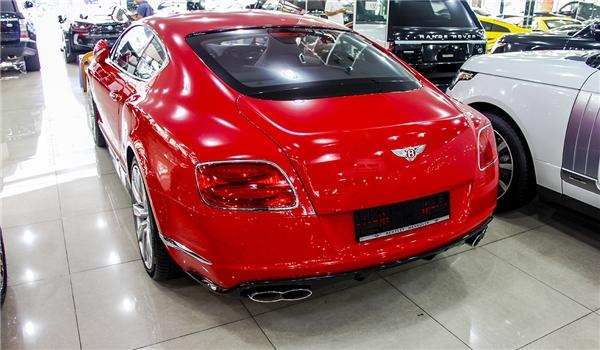 Bentley Continental GTV8 S được trưng bày trong showroom. (Ảnh: internet)