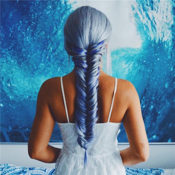 10. Còn nếu bạn không muốn bồng bềnh, hãy tết những lọn tóc lại. Bạn vẫn là những nàng công chúa biển khơi.