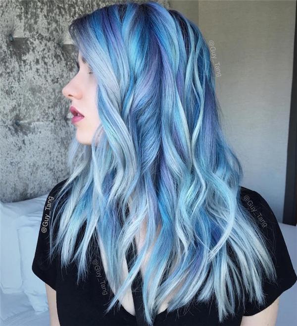 13. Nếu đếm được bao nhiêu sắc xanh trên mái tóc này, có lẽ ta đã đong được nước ở đại dương.