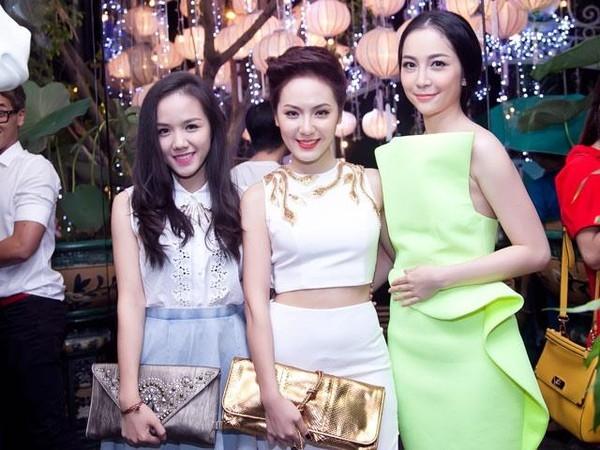 Cô nàng xuất hiện trong nhiều sự kiện cùng chị gáiPhương Linh.(Ảnh: Internet)