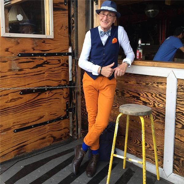 Xuất hiện thêm một cao niên ăn mặc cực chất khiến giới trẻ phát hờn