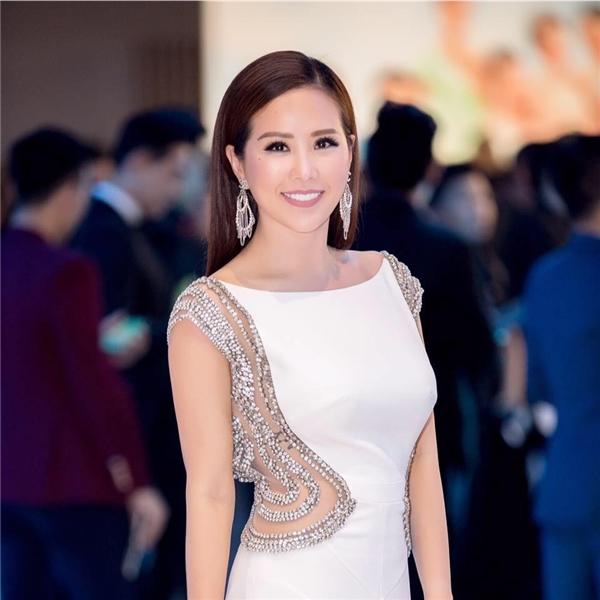 Bị nhiều người hiểu nhầm,Hoa hậu Phu nhân Thế giới người Việt 2012không vìthế mà quáphẫn nộ. - Tin sao Viet - Tin tuc sao Viet - Scandal sao Viet - Tin tuc cua Sao - Tin cua Sao