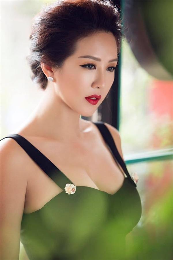 """Người đẹp Thu Hoài: """"Tôi muốn biết ban tổ chức HHVN đang ám chỉ ai? - Tin sao Viet - Tin tuc sao Viet - Scandal sao Viet - Tin tuc cua Sao - Tin cua Sao"""