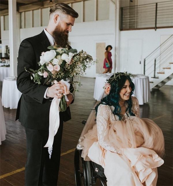 Jaquie đề ra kế hoạch không tưởng- đứng dậy và bước đi trong lễ cưới.