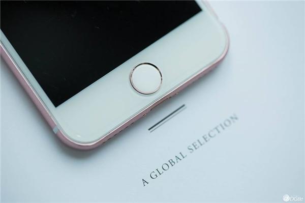 Dải nhựa thu sóng ăng-ten được thiết kế tinh tế hơn so với iPhone 6s và iPhone 6s Plus. (Ảnh: internet)