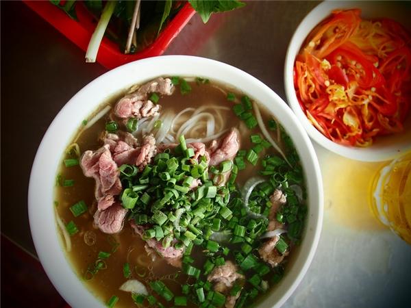 Phở là món ăn và Vicky thích nhất ở Việt Nam.