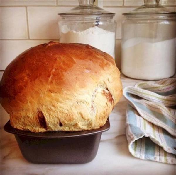 Tương tự, khách bất ngờ đến chơi nhà mà chỉ chuẩn bị làm có một ổ bánh.
