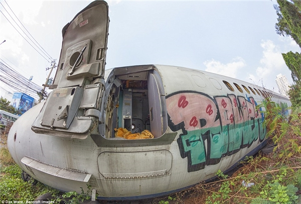 Không ngờ nghĩa trang này lại thu hút du lịch ở Thái Lan đến thế!