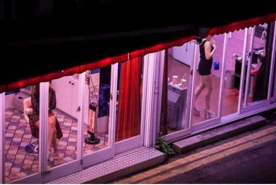 Cuộc sống về đêm tại phố đèn đỏ nổi tiếng nhất Seoul, Hàn Quốc