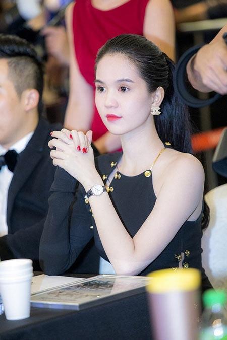 """Hari Won, Angela Phương Trinh,...bị """"ném đá"""" tơi bời khi ngồi ghế nóng - Tin sao Viet - Tin tuc sao Viet - Scandal sao Viet - Tin tuc cua Sao - Tin cua Sao"""