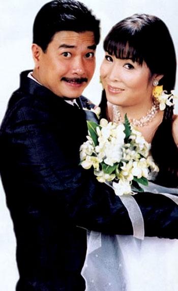 Lê Tuấn Anh kết hôn cùng NSND Hồng Vân vào năm 2003 khi cả hai đều đã trải qua một lần dang dở và thăng trầm của cuộc sống. - Tin sao Viet - Tin tuc sao Viet - Scandal sao Viet - Tin tuc cua Sao - Tin cua Sao