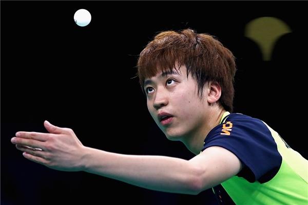 Vận động viên người Hàn Quốc trông như đang làm ảo thuật.