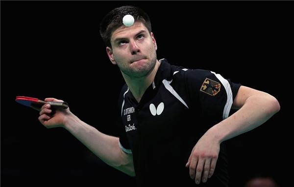 Nhẹ nhàng thôi kẻo đập nguyên cây vợt vào mặt luônđấy Dimitrij.